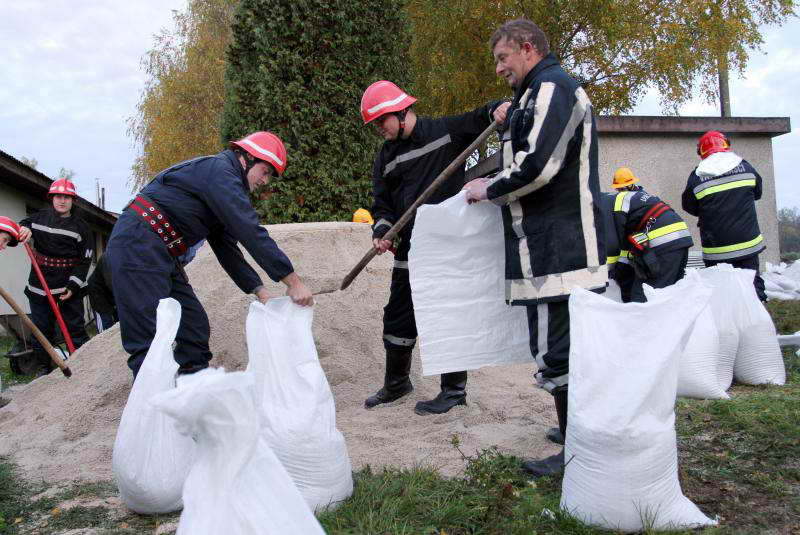 www.vatrogasni-portal.com/images/news/121106-poplava-1.jpg