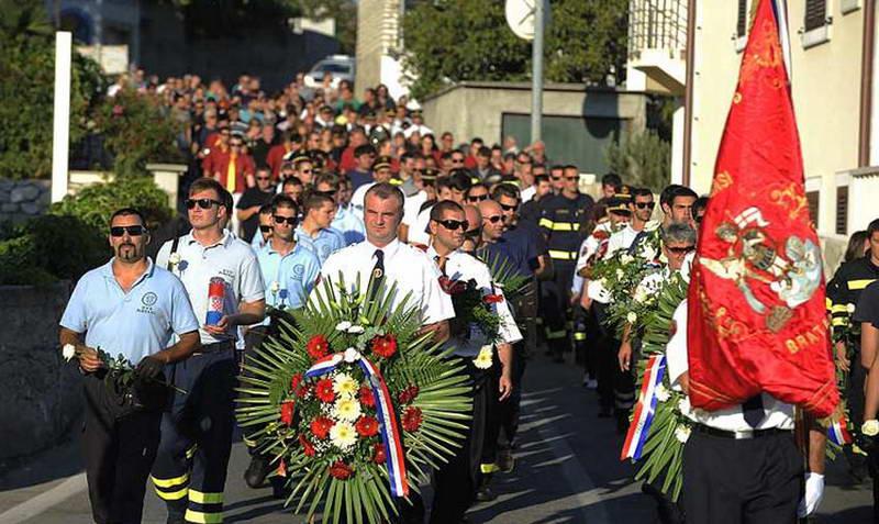 www.vatrogasni-portal.com/images/news/140820-tisno-1.jpg