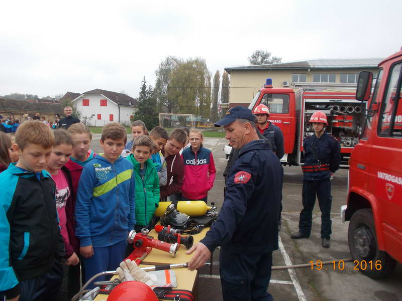 www.vatrogasni-portal.com/images/news/161021-sikirevci-2.jpg