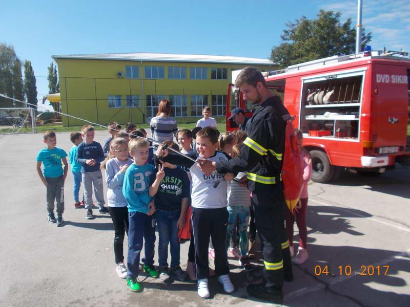 www.vatrogasni-portal.com/images/news/171004-sikirevci-2.jpg